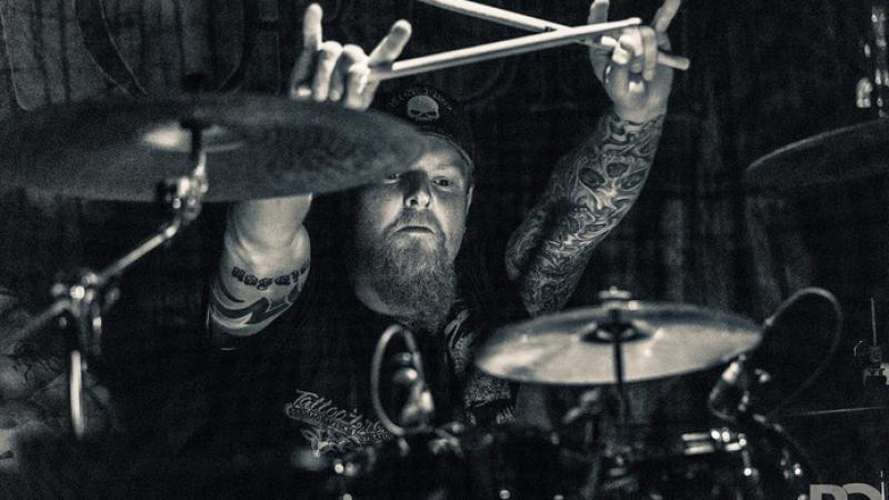 De 42 jarige Grim Ordeal drummer Rob Pol is bij een verkeersongeval in Neede omgekomen